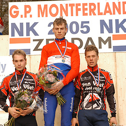 Sportfoto archief 2000-2005<br />2005 <br />Lars Boom pakt de titel in Zeddam bij de beloften voor Eddy van Ijzendoorn en Sebastian Langeveld