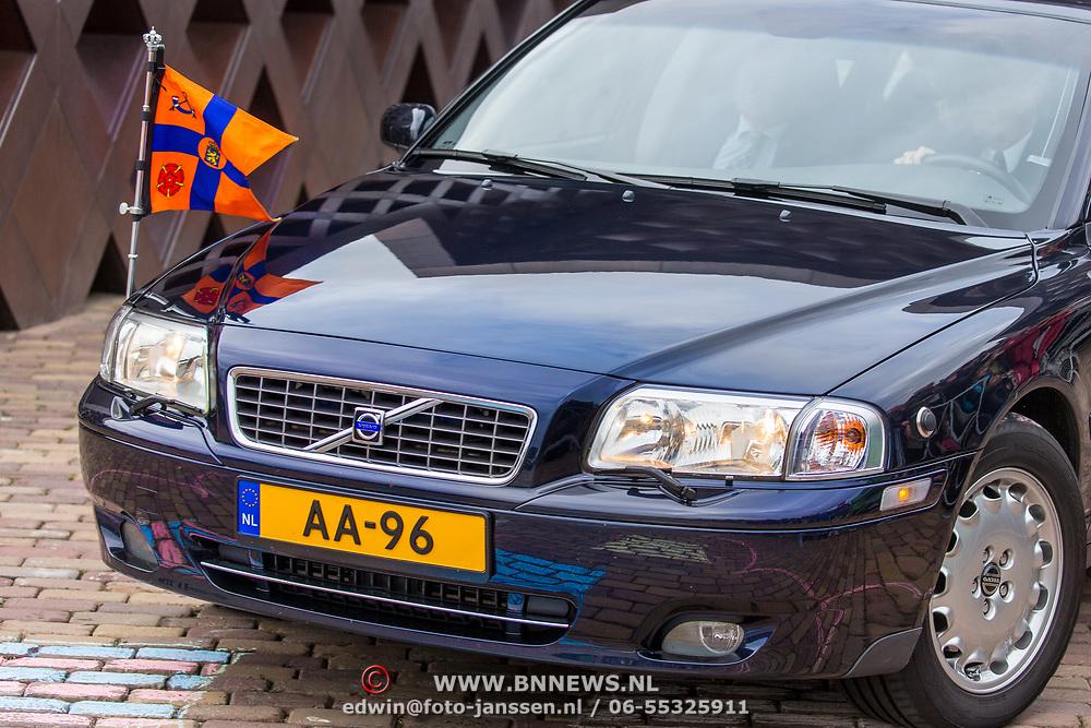 NLD/Tilburg/20170916 - Beatrix bij opening jubileum expositie 25 jaar museum De Pont, Volvo AA-96