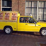 NLD/Utrecht/20061001 - Premiere tv serie circus Waltz, auto omroep
