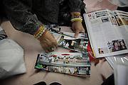onagawa - Waka SUZUKI - Centre de réfugiés Undôjô sôgô taikukan - Juin 2011<br /> Waka Suzuki vit au centre de réfugiés avec son mari. Tous deux ont perdu leur maison et leur magasin qui se trouvaient à Onagawa et attendent un logement proposé par le gouvernement. Elle m'évoque son histoire et me parle de ses souvenirs et désirs [...] .« Pour le futur, j'ai plein de rêves » lance-t-elle. « Dabord, je veux voyager comme avant ! » Elle sort des photographies panoramiques de ses voyages qu'elle a pu retrouver dans les décombres. Elle parle de Singapour, d'Osaka ou de son séjour préféré à Kyoto lors de la fête de Gion. Elle les passe et repasse en silence. Puis sa gorge se noue en disant à nouveau : « oui, jai beaucoup de rêves »..Ces rêves dont elle parle sont inaccessibles et en deviennent douloureux. Le passé existe sous quelques images retrouvées, les photographies permettent alors de s'évader quelques instants. Mais, la réalité de ce présent difficile revient vite faire surface. Les photos du passé renvoient alors à ce qui fut à jamais perdu. Le choc est tel que pour longtemps, toutes projections futures en deviennent inabordables.