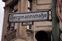 14 AUG 2002, BERLIN/GERMANY:<br /> Strassenschild Bergmannstrasse, Kreuzberg<br /> IMAGE: 20020814-01-019<br /> KEYWORDS: Bergmannstraße