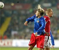 Fotball , 08. oktober 2005 , VM-kvalifisering , Norge - Moldova 1-0<br /> Norway - Moldova<br /> Brede Hangeland Norge og Alexei Savinov Moldova