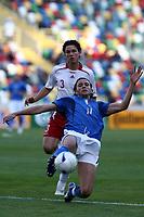 Fotball<br /> EM U21<br /> 24.05.2006<br /> Italia v Danmark<br /> Foto: Imago/Digitalsport<br /> NORWAY ONLY<br /> <br /> Gianpaolo Pazzini (Italien U21, vorn) ist von Leon Andreasen (Dänemark U21) am Ball