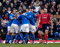 Fotball<br /> Premier League England 2004/2005<br /> 18.12.2004<br /> Foto: SBI/Digitalsport<br /> NORWAY ONLY<br /> <br /> Birmingham City v West Bromwich Albion<br /> Barclays Premiership. 18/12/2004<br /> <br /> Birmingham City players celebrate their fourth goal, scored from a freekick by Darren Anderton, while West Brom's Ronnie Wallwork (R) walks past in disbelief.