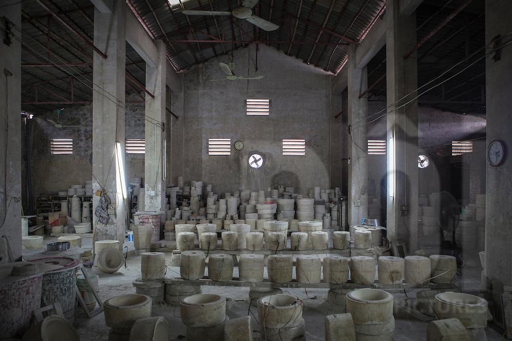 Workshop in Bat Trang ceramic village, Hanoi outskirts, Vietnam, Southeast Asia