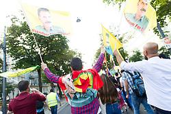 """20.08.2016, Wien, AUT, Demonstration kurdischer Vereine """"gegen Menschenrechtsverletzungen in der Türkei und die Isolation von Abdullah Öcalan"""". im Bild Demonstranten mit Öcalan Flaggen // Demonstraotor with Oecalan Flag during demonstration of kurdish clubs against human rights violations in turkey in Vienna, Austria on 2016/08/20. EXPA Pictures © 2016, PhotoCredit: EXPA/ Michael Gruber"""