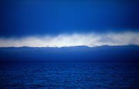 Blå linjer, skyer over Prins Karls Forland, blue lines, clouds covering Prins Karls Forland
