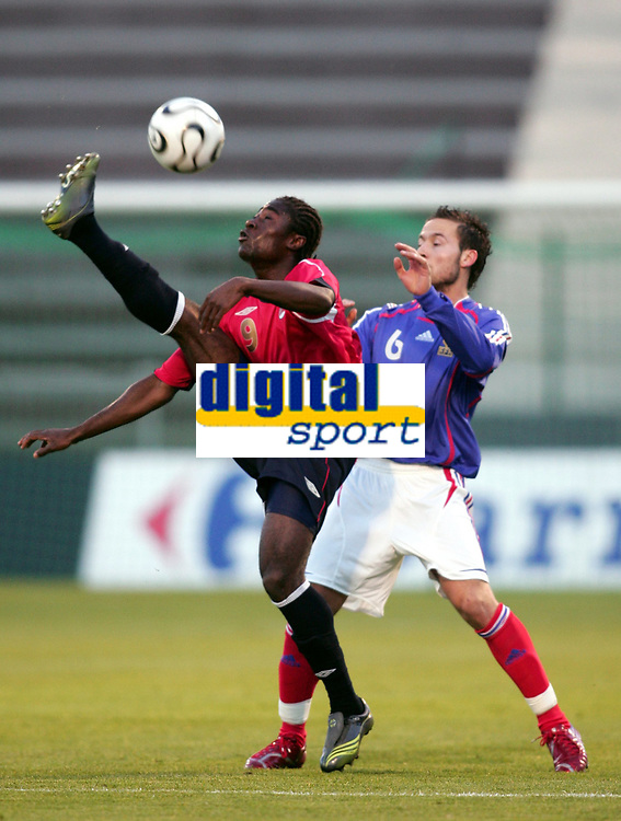 Fotball<br /> Landskamp U21<br /> Frankrike v Norge<br /> 27.03.2007<br /> Foto: Dppi/Digitalsport<br /> NORWAY ONLY<br /> <br /> ALEXANDER TETTEY (NOR) / YOHAN CABAYE (FRA)