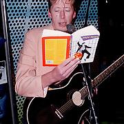 Presentatie CD box Elvis Presley bij Madame Tussaud, Jan Rot leest voor uit eigen werk