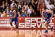 DESCRIZIONE : Reggio Emilia LegaBasket Serie A 2015-2016 Grissin Bon Reggio Emilia - Acqua Vitasnella Cantu'<br /> GIOCATORE : Kenny Hasbrouck<br /> CATEGORIA : Palleggio Contropiede<br /> SQUADRA : Acqua Vitasnella Cantu'<br /> EVENTO : LegaBasket Serie A 2015-2016<br /> GARA : Grissin Bon Reggio Emilia - Acqua Vitasnella Cantu'<br /> DATA : 17/10/2015<br /> SPORT : Pallacanestro<br /> AUTORE : Agenzia Ciamillo-Castoria/GiulioCiamillo