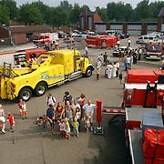 NLD/Huizen/20050910 - Huizerdag 2005, open dag brandweer, overzicht vanaf ladderwagen