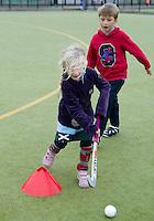 ROTTERDAM - Kennismaken met hockey. Foto's bestemd voor KNHB lesmap. COPYRIGHT  KOEN SUYK