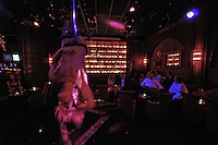 """Secret Square is a restaurant erotic cabaret (new name of Stringfellow)<br /> The choice of dancers is adapted to French taste, more """"chic"""".<br /> The striptease is considered the """"9th Art"""" resurfaced in the parisian nightlife since the early 2000s"""