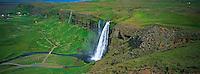 Islande, chute de Seljalandsfoss // Iceland, Seljalandsfoss Waterfall