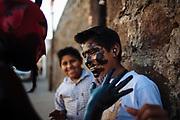 """La población de San Nicolás de los Ranchos participa en el carnaval en dos bandos, """"los máscaras"""" y los xinacates, éstos, también llamados judíos o pintados, vagan por las calles de San Nicolás en grupos desde cinco hasta una veintena de integrantes. Ocultos tras una máscara, usualmente de luchador, los xinacates recorren su comunidad asustando a paseantes y turistas que los fotografían gustosos sin importar el constante riesgo de manchar sus ropas."""