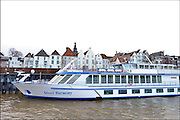 Nederland, the Netherlands, 25-11-2015Passagiersschip, een rijncruise ligt anngemeerd aan de kade, waalkade van Nijmegen  Foto: Flip Franssen/Hollandse Hoogte