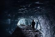 Luego de terminar un día de trabajo, un minero camina a la salida de un socavón utilizado para extraer fragmentos de roca con oro de la mina en Rinconada, debajo de un glaciar en los Andes peruanos.<br /> <br /> <br /> After to finish a workday, a miner walk by a path used to extract rock fragments with gold from the tunnels of the mine in Rinconada, under a glacier in Peruvian Andes.