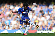Willian of Chelsea takes a free kick. Premier league match, Chelsea v Burnley at Stamford Bridge in London on Saturday 27th August 2016.<br /> pic by John Patrick Fletcher, Andrew Orchard sports photography.