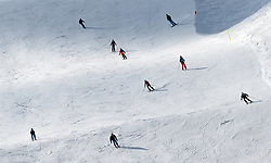 THEMENBILD - Skifahrer auf der Piste aufgenommen am 10. April 2017 am Kitzsteinhorn Gletscher, Kaprun Österreich // Skier on the Slope at the Kitzsteinhorn Glacier Ski Resort, Kaprun Austria on 2017/04/10. EXPA Pictures © 2017, PhotoCredit: EXPA/ JFK
