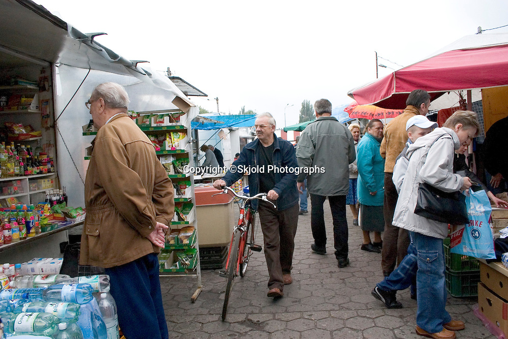 Bicycle shopper at the Balucki Rynek market.  Lodz   Central Poland