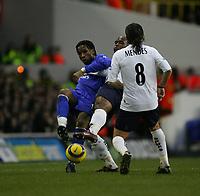 Didier Drogba holds of Noe Pamarot-Tottenham v Chelsea-Barclays Premiership-Saturday-15 January 2005-COLORSPORT / KIERAN GALVIN