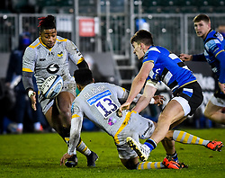 Paolo Odogwu of Wasps takes an offload from Juan de Jongh of Wasps - Mandatory by-line: Andy Watts/JMP - 08/01/2021 - RUGBY - Recreation Ground - Bath, England - Bath Rugby v Wasps - Gallagher Premiership Rugby
