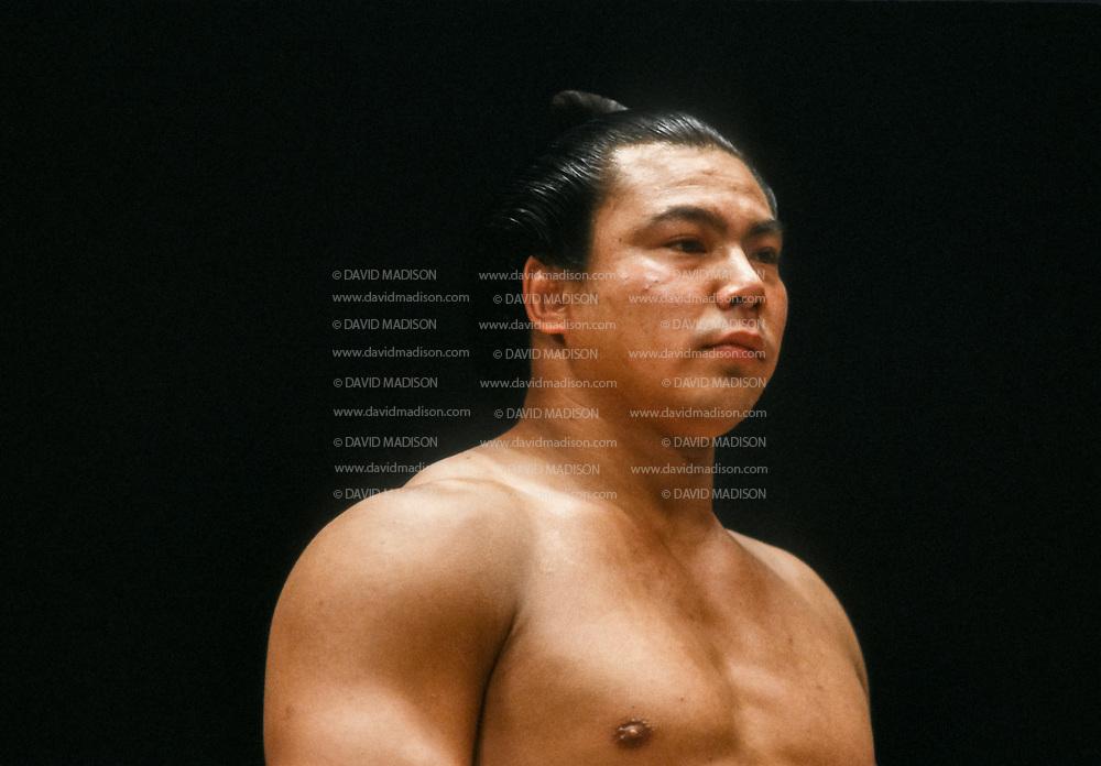 FUKUOKA, JAPAN - NOV 1983:  Chiyonofuji Mitsugu, born as Akimoto Mitsugu, participates in the 1983 Kyushu Basho sumo wrestling tournament held in November 1983 at the Fukuoka Kokusai Center in Fukuoka, Japan.  (Photo by David Madison/Getty Images) *** Local Caption *** Chiyonofuji Mitsugo; Mitsugu Akimoto