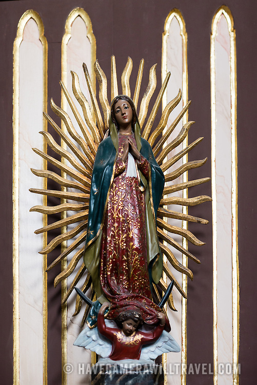 Dating back to 1680, La Iglesia de la Merced stands in the heart of Casco Viejo, the historic old town of Panama City. Its interior is lavishly decorated with statues and religious art.
