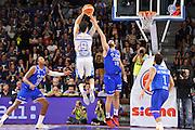 DESCRIZIONE : Beko Legabasket Serie A 2015- 2016 Dinamo Banco di Sardegna Sassari - Enel Brindisi<br /> GIOCATORE : Joe Alexander<br /> CATEGORIA : Tiro Tre Punti Three Point Controcampo<br /> SQUADRA : Dinamo Banco di Sardegna Sassari<br /> EVENTO : Beko Legabasket Serie A 2015-2016<br /> GARA : Dinamo Banco di Sardegna Sassari - Enel Brindisi<br /> DATA : 18/10/2015<br /> SPORT : Pallacanestro <br /> AUTORE : Agenzia Ciamillo-Castoria/C.Atzori