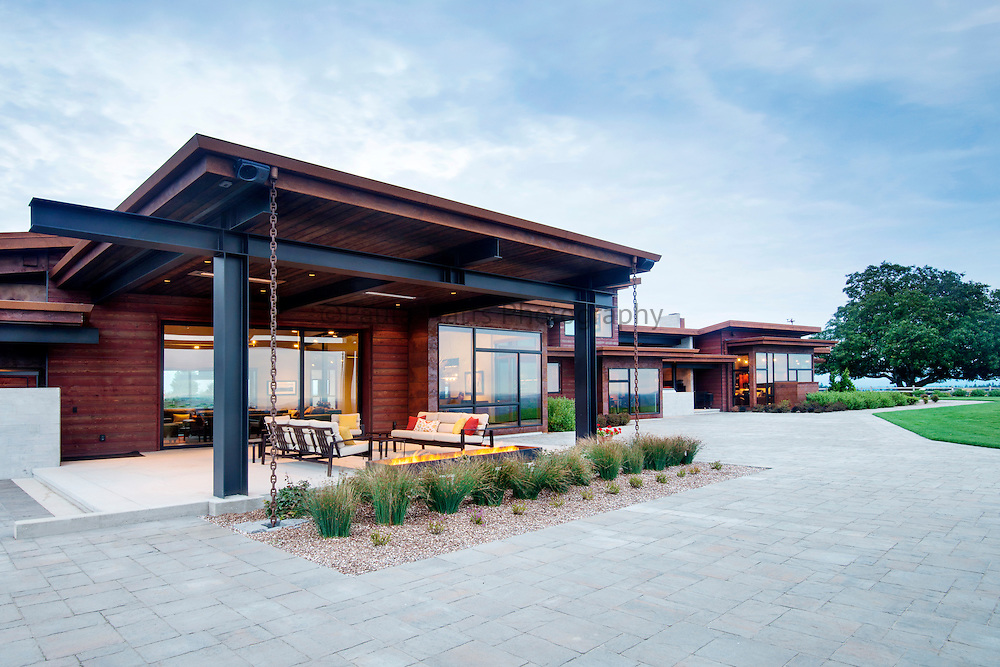 San Diego CA based architectural photographer showing modern exterior residence.