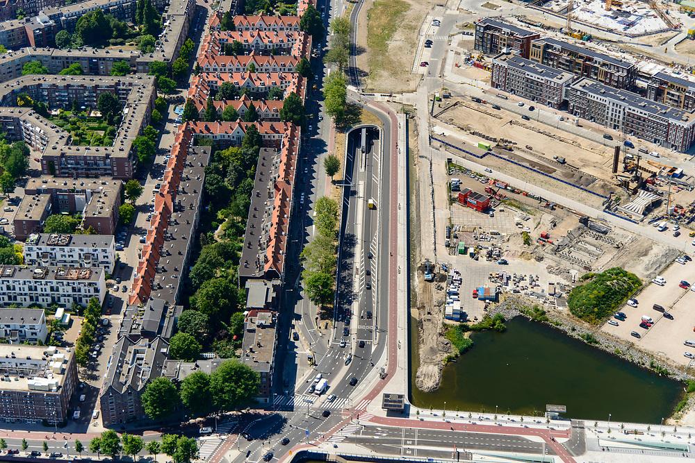 Nederland, Noord-Holland, Amsterdam, 29-06-2018; Houthavens, Spaardammerdijk / Tasmanstraat, met ingang van de recent aangelegde Spaardammertunnel. Onderdeel van de nieuwe wijk Houthaven (voormalige Houthavens). Op de tunnel zal in de toekomst het Houthaven Park gesitueerd zijn (boven in beeld).<br /> Spaardammertunnel, the new city tunnel  unburdens the neigbourhoof of through traffic.<br /> <br /> luchtfoto (toeslag op standard tarieven);<br /> aerial photo (additional fee required);<br /> copyright foto/photo Siebe Swart