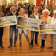 NLD/Amsterdam/20101208 - Skyradio Christmas Tree for Charity 2010, prijswinnaars Bastiaan Ragas en Tooske Breugem, John de Wolf en Jacko Jansen en Karin Bloemen en Selwyn Senatori