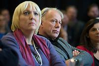 28 SEP 2013, BERLIN/GERMANY:<br /> Claudia Roth (L), MdB, B90/Gruene, scheidende Bundesvorsitzende, und Juergen Trittin (R), MdB, B90/Gruene, scheidender Fraktionsvorsitzender, <br /> Sitzung Laenderrat Buendnis 90 / Die Gruenen, Uferstudios<br /> IMAGE: 20130928-01-059<br /> KEYWORDS: Kleiner Parteitag, Länderrat, Bündnis 90 / Die Grünen, Jürgen Trittin