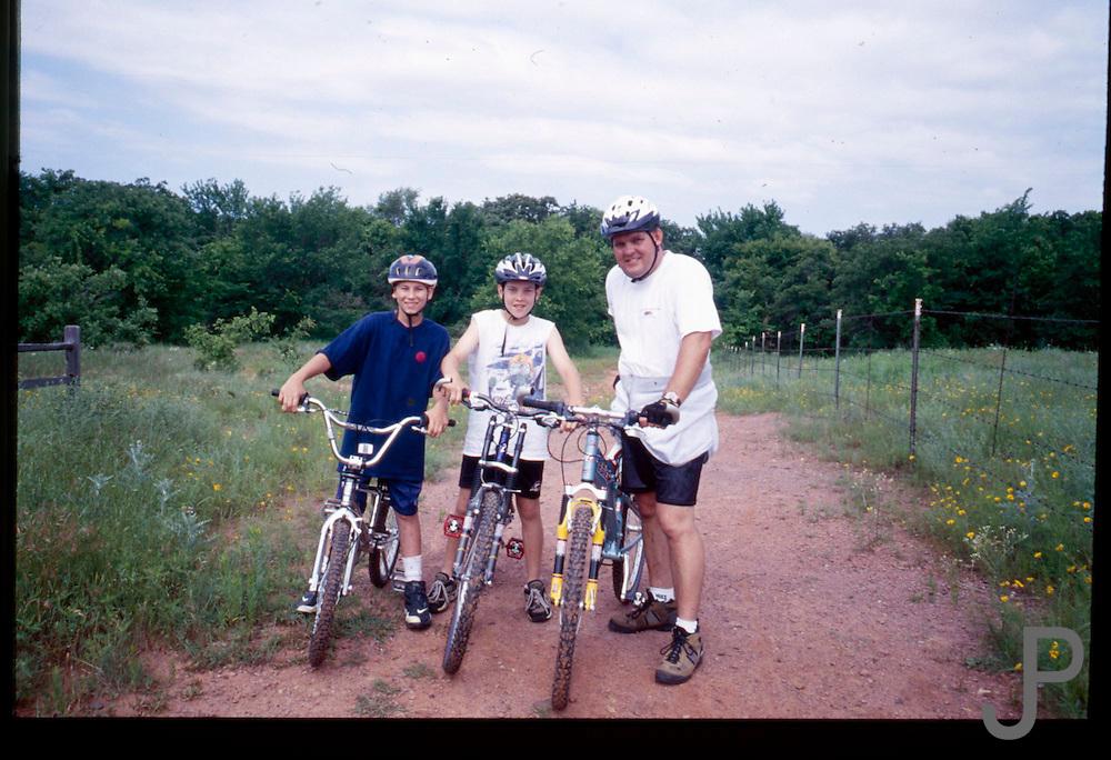 Family bicycle ride at Arcadia Lake