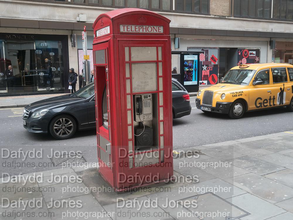 Phone Box and cash machine, Knightsbridge, 10 April 2018