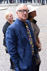 Chris Tarrant  beim Gedenkgottesdienst f¸r Terry Wogan im Westminster Abbey in London / 270916<br /> <br /> ***Memorial service for Terry Wogan at Westminster in London, September 27th, 2016***