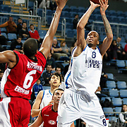 Anadolu Efes's Terence Kinsey (R) during their Turkish Basketball League match Anadolu Efes between Erdemir at Arena in Istanbul, Turkey, Wednesday, January 28, 2012. Photo by TURKPIX