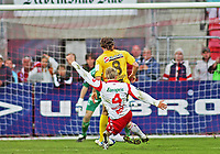 Tippeligaen ,<br /> Fotball , <br /> 06.05.2011 , <br /> Fredrikstad stadion ,<br /> Fredrikstad v Lillestrøm , <br /> Vidar Martinsen får rødt kort for fellingen av Björn Bergmann Sigurdarson , men han sikkrer nærmest ett poeng for Fredirkstad , <br /> Foto: Thomas Andersen / Digitalsport