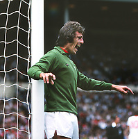 Ray Clemence (Liv) Manchester United v Liverpool 13/08/1977 FA Charity Shield @ Wembley Credit : Colorsport