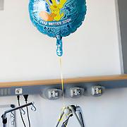 Nederland Rotterdam  31-08-2009 20090831 Foto: David Rozing                  Serie over zorgsector, Ikazia Ziekenhuis Rotterdam.  Een ballon met tekst get better soon aan bed van patient. A balloon, text: feel better soon in patient's room  Rotterdam. Holland, The Netherlands, dutch, Pays Bas, Europe ,  stilleven, still, ,aanmoedigen, hulp, helpen, moral support , blijk van affectie, steuntje in de rug,  steunbetuiging,ziektekosten,zorgverlening...Foto: David Rozing