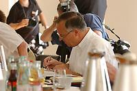 28 JUN 2003, NEUHARDENBERG/GERMANY:<br /> Hans Eichel, SPD, Bundesfinanzminister, schreibt in seinen Unterlagen, vor Beginn der Klausurtagung des Bundeskanbinetts, Schloss Neuhardenberg, Brandenburg<br /> IMAGE: 20030628-01-045<br /> KEYWORDS: Kabinett, Sitzung, Klausur, Kabinettsklausur, Schloß Neuhardenberg, Akte, Akten, schreibt, schreiben, papers