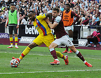 Football - 2021 / 2022 Premier League - West Ham United vs Crystal Palace - London Stadium - Saturday 28th August 2021<br /> <br /> Jordan Ayew of Crystal Palace and Aaron Cresswell of West Ham<br /> <br /> Credit : COLORSPORT/Andrew Cowie
