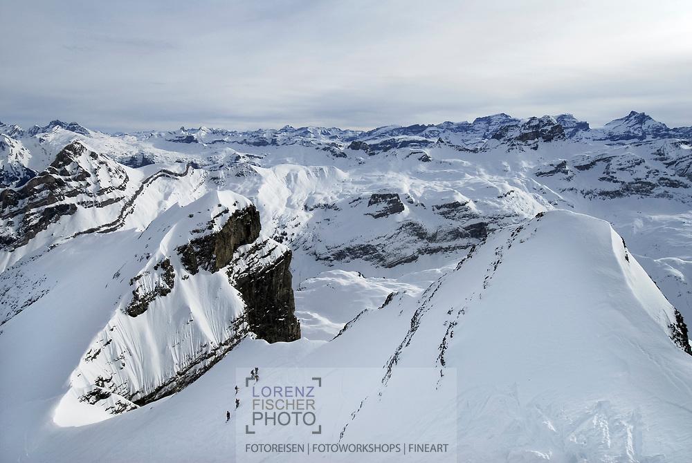 Skitour auf den Blüemberg vom Riemenstalden Tal und der Lidernen Hütte aus mit anschliessender Abfahrt ins Muotathal.