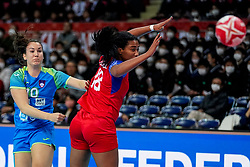 05-12-2019 JAP: Cuba - Slovenia, Kumamoto<br /> Fourth match groep A at 24th IHF Women's Handball World Championship. Slovenia win 39 - 26 of Cuba / Tjasa Stanko #10 of Slovenia, Lorena Aide Tellez Delgado #18 of Cuba