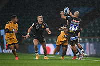 Rugby Union - 2019 / 2020 Gallagher Premiership - Final - Wasps vs Exeter Chiefs - Twickenham<br /> <br /> Exeter Chiefs' Olly Woodburn offloads to Henry Slade.<br /> <br /> COLORSPORT/ASHLEY WESTERN