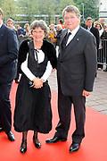 Feestelijke bijeenkomst t.g.v. 70ste verjaardag prof.mr. Pieter van Vollenhoven in het Beatrixtheater in Utrecht / Celebration of the 70th birthday of prof.mr. Pieter van Vollenhoven in the Beatrixtheatre in Utrecht.<br /> <br /> On the photo:<br /> <br />  Piet Hein Donner