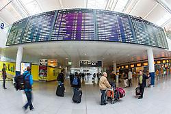 THEMENBILD, Airport Muenchen, Franz Josef Strauß (IATA: MUC, ICAO: EDDM), Der Flughafen Muenchen zählt zu den groessten Drehkreuzen Europas, rund 100 Fluggesellschaften verbinden ihn mit 230 Zielen in 70 Laendern, im Bild Passagiere auf den Weg zum Abflug Check-in // THEME IMAGE, FEATURE - Airport Munich, Franz Josef Strauss (IATA: MUC, ICAO: EDDM), The airport Munich is one of the largest hubs in Europe, approximately 100 airlines connect it to 230 destinations in 70 countries. picture shows: Passengers on the way to the departure check-in, Munich, Germany on 2012/05/06. EXPA Pictures © 2012, PhotoCredit: EXPA/ Juergen Feichter