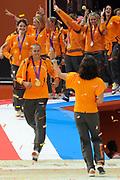 Nederlandse Olympische ploeg komt thuis en wordt gehuldigd op het plein voor Station Den Bosch.<br /> <br /> Op de foto:  o.a. Marianne Vos en Dorian van Rijsselberghe