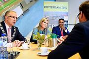 Koningin Maxima brengt werkbezoek aan Nationaal Programma Rotterdam-Zuid. In het programma werken Rijk, gemeente, corporaties, zorginstellingen, schoolbesturen, bedrijfsleven, politie, openbaar ministerie en werkgevers aan een gezonde toekomst voor Rotterdam Zuid. <br /> <br /> Queen Maxima brings a working visit to the National Program Rotterdam-Zuid. In the program Rijk, gemeente, corporaties, health care institutions, school boards, business community, police, public prosecutor and employers are working on a healthy future for Rotterdam Zuid.