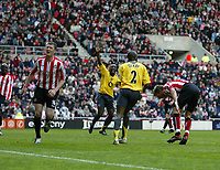 Photo: Andrew Unwin.<br /> Sunderland v Arsenal. The Barclays Premiership. 01/05/2006.<br /> Sunderland's Kevin Kyle (L) looks dejected as Arsenal score their first goal.